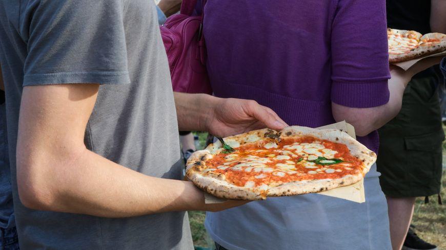 Moustiquaire, pizza et Notre-Dame de Paris : c'est au menu ce midi !