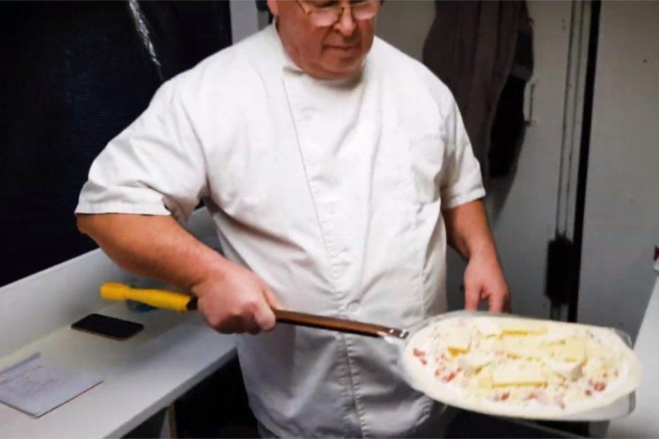 Manche : un restaurateur distribue gratuitement des pizzas pour les plus démunis