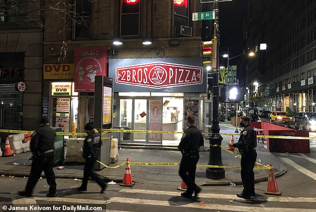 Un homme est poignardé à mort devant une pizza à emporter dans le centre de Manhattan