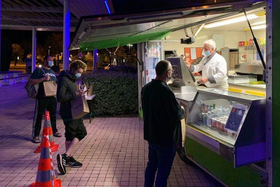 Confinement : des pizzas offertes aux routiers sur l'aire de Saint-Rambert sur l'autoroute A7