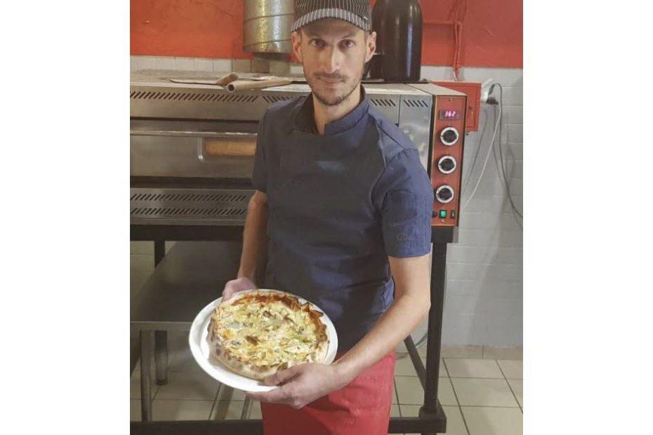 Avec 257 fromages sur une pizza, il s'offre un record du monde